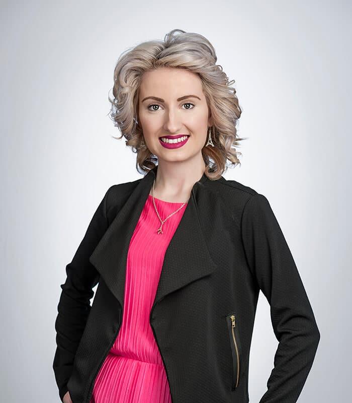 Viktoria Hollett
