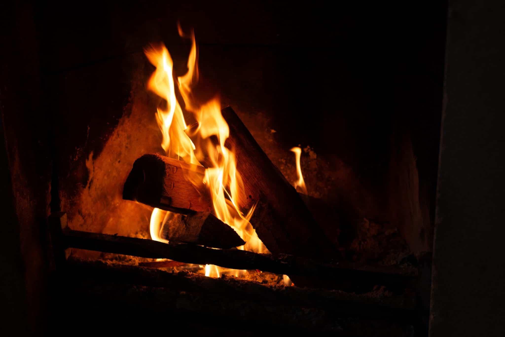 wood stove fire-min